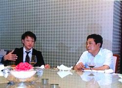 徳州市の副市長と会談する石橋理事長